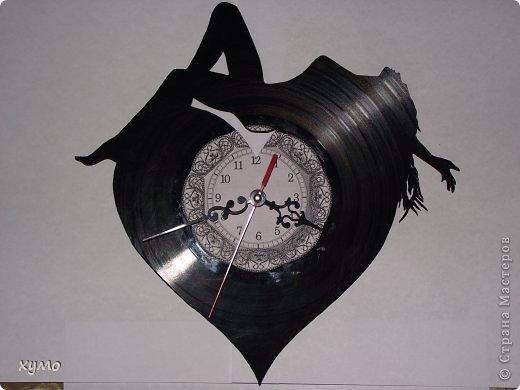 Как вырезать часы из виниловых пластинок своими